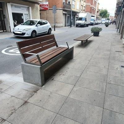 Nous elements de mobiliari urbà.