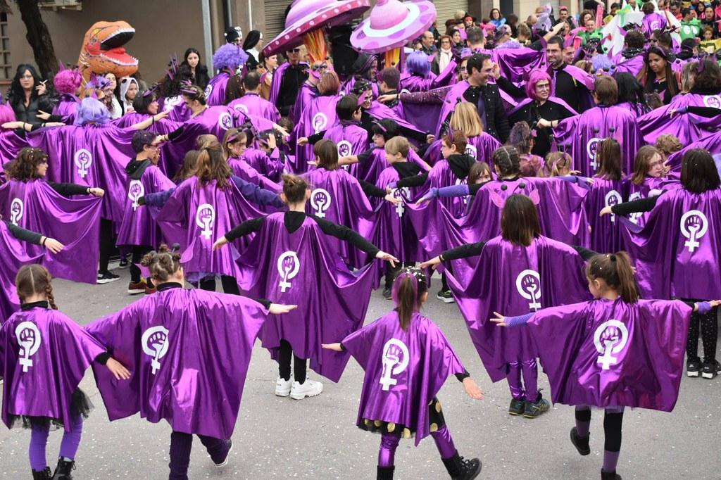 Alumnes i famílies de l'Escola Collbaix van ser un clam per la igualtat en el Carnestoltes 2020