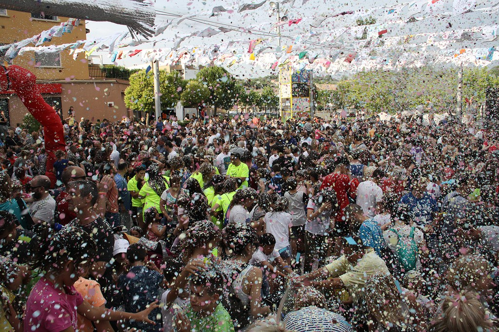 La pluja de confeti a la Festa Major Infantil 2018
